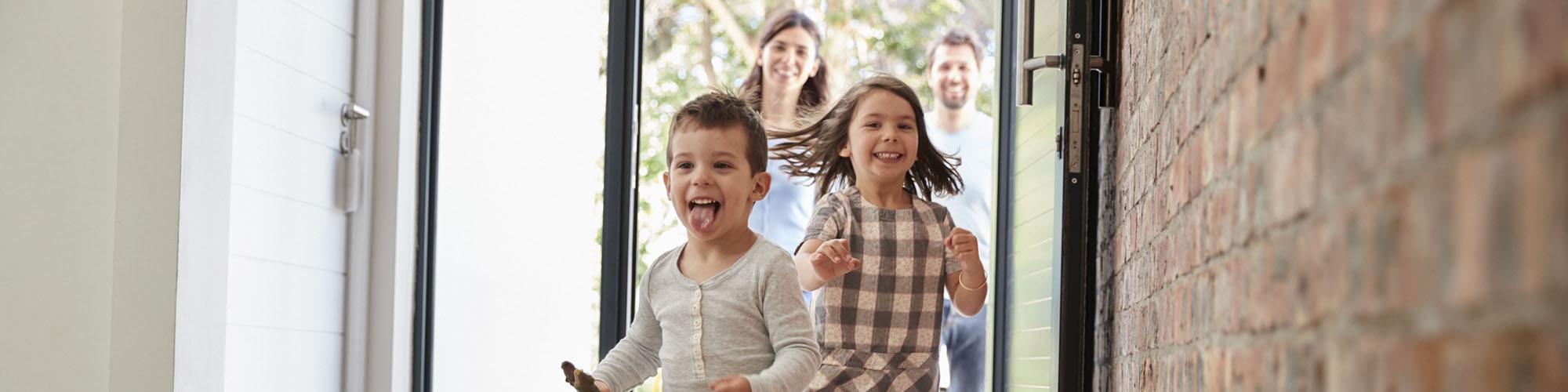 Junge Familie zieht in ihr Einfamilienhaus in Herne